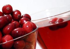Клюквенный сок может разрушать зубную эмаль