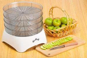 Как сушить яблоки в электросушилке?
