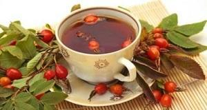 Горячий чай с сушеным боярышником
