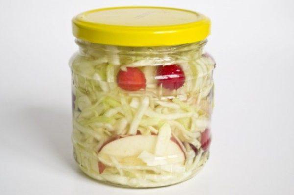 Квашеная капуста на зиму с яблоками и морковью в домашних условиях: рецепт