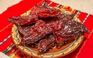 Как сушить перец в домашних условиях на зиму и чем полезен болгарский сушеный перец и острый чили?